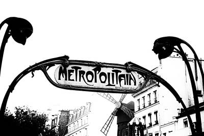 Metro Art Photograph - Metro Sign By The Moulin Rouge In Mono by Georgia Fowler
