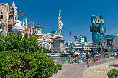 Photograph - Mgm Grand And New York New York by Willie Harper