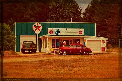 Signs Photograph - Mi Cr B15 Texaco by Michelle Calkins