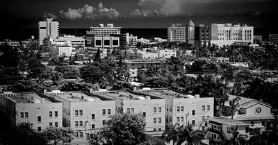 Photograph - Miami Beach - 0156bw by Rudy Umans