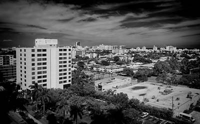 Photograph - Miami Beach - 0153bw by Rudy Umans