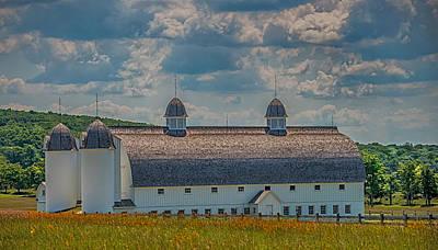Country Scenes Photograph - Michigan Barn by Paul Freidlund
