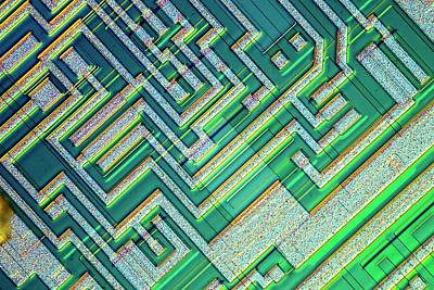 Ic Photograph - Microprocessor Chip by Alfred Pasieka