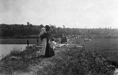 Bassinet Photograph - Migrant Workers, 1911 by Granger