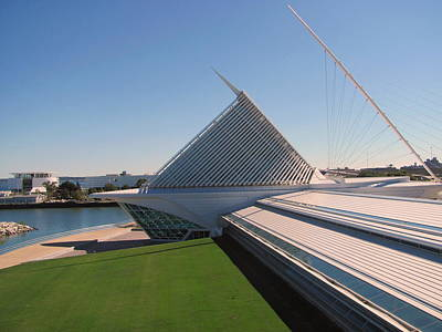 Photograph - Milwaukee Art Museum Bow Side 2 by Anita Burgermeister