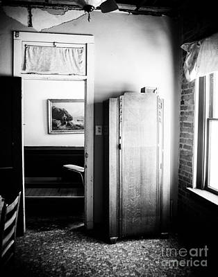 Mineola Beckham Hotel Room In Bw Art Print by Sonja Quintero
