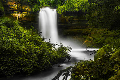 Photograph - Minnehaha Falls by Tom Gort