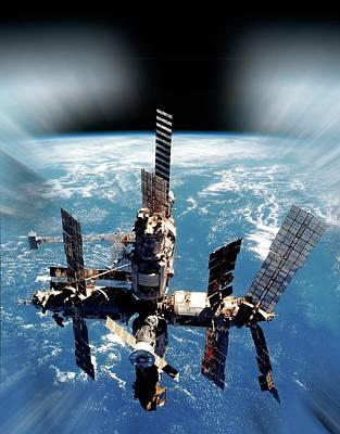 Curvature Photograph - Mir Space Station In Orbit by Detlev Van Ravenswaay
