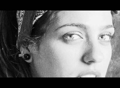 Mujer Photograph - Mirandote by Zinvolle Art