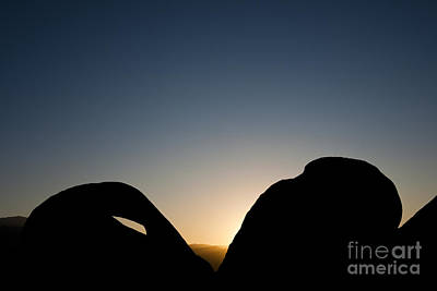 Mobius Photograph - Mobius Arch At Night, Alabama Hills by John Shaw