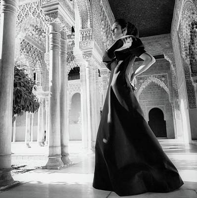 Model In The Court Of Lions Inside The Alhambra Art Print