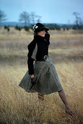 Model Wearing A Checked Skirt In A Field Art Print