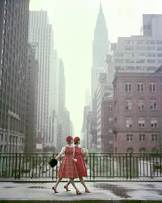 Red Photograph - Models In New York City by Sante Forlano