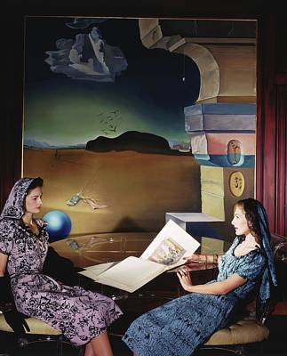 Models In The Dali Room In Helena Rubinstein's Art Print