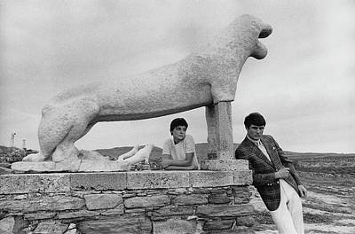 Models Posing By A Sculpture Of A Lion Art Print by Leonard Nones