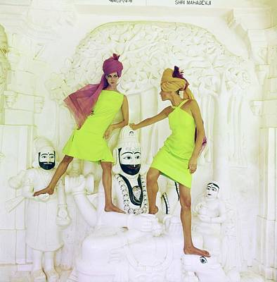 Photograph - Models Wearing Green Dresses And Turbans by Henry Clarke