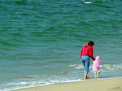 Photograph - Mommy Daughter Beach Bonding by Jeff Lowe