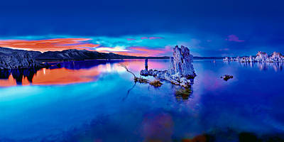Photograph - Mono Lake Sunset by Tomasz Dziubinski