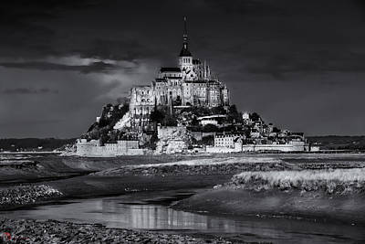 Photograph - Mont Saint-michel B-w by Rob Heath