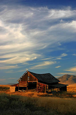 Photograph - Montana Barn At Sunset by Daniel Woodrum