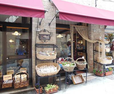 Photograph - Montepulciano Shop by Marilyn Dunlap
