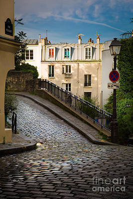 Sacre Coeur Photograph - Montmartre Alley by Inge Johnsson
