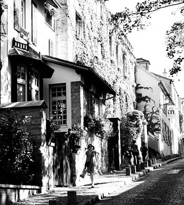 Montmartre Walk Vert Bw Art Print by Jacqueline M Lewis