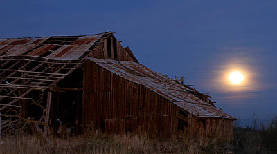 Photograph - Moonrise Over Decrepit Barn by Robert Woodward