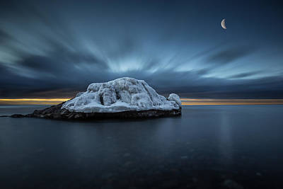 Gichigami Photograph - Moonset Before Sunrise The Lutsen Rock by Jakub Sisak