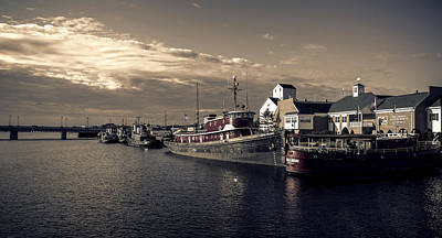 Photograph - Morning Harbor by Andrew Menting