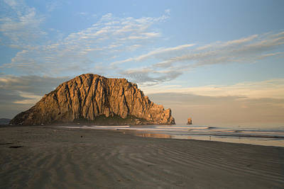 Mcherdering Photograph - Morro Rock At Dawn by Mike Herdering