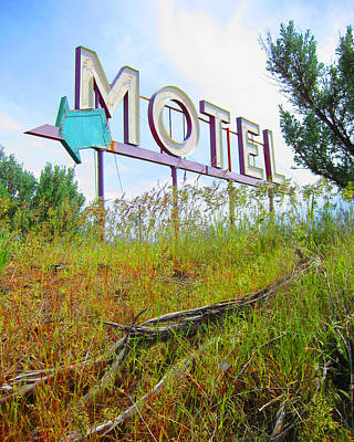 Photograph - Motel Sign - Arrow 2 by Larry Hunter