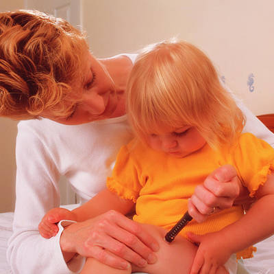 Insulin Wall Art - Photograph - Mother Gives Insulin Injection To Young Daughter by Saturn Stills/science Photo Library