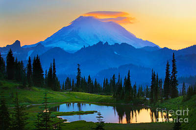 Sunset Landscape Wall Art - Photograph - Mount Rainier Goodnight by Inge Johnsson