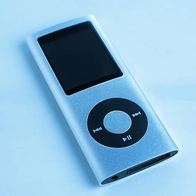 Music Ipod Photograph - Mp3 Player by Science Photo Library