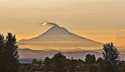 Photograph - Mt Hood Sunrise by Larry Darnell