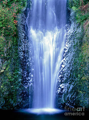 Photograph - Multnomah Falls Columbia River Gorge Oregon by Dave Welling