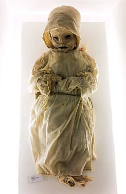 Mummy Museum Art Print by Daniel Sambraus