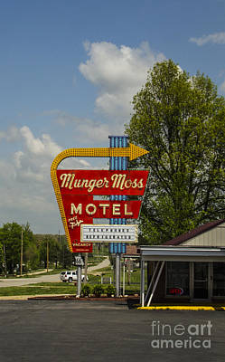 Photograph - Munger Moss Motel Route 66 Lebanon Missouri by Deborah Smolinske