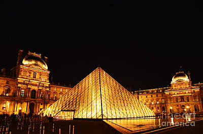 Musee Du Louvre At Night Art Print