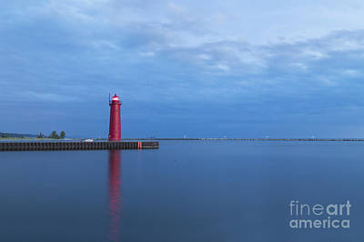 Muskegon Lighthouse Wall Art - Photograph - Muskegon Lighthouse At Dusk by Twenty Two North Photography