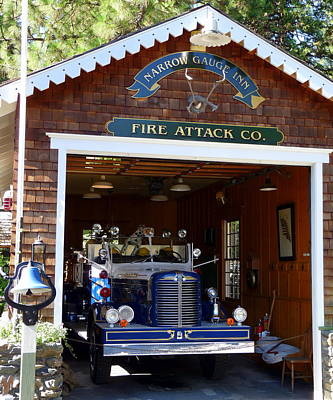 Photograph - Narrow Gauge Inn Fire Truck by Jeff Lowe