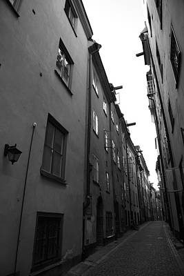 Narrow Medieval Street In Gamla Stan - Monochrome Art Print by Ulrich Kunst And Bettina Scheidulin