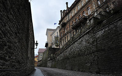 Photograph - Narrow Street by Randi Grace Nilsberg