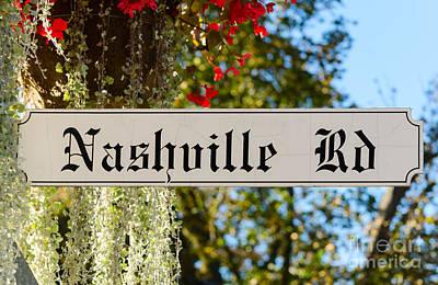Photograph - Nashville Road Sign by Les Palenik