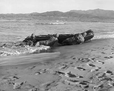 Korean War Photograph - Navy Frogmen At Work by Underwood Archives