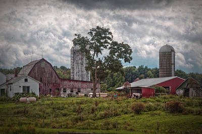 New And Old Barn Art Print by Linda Unger