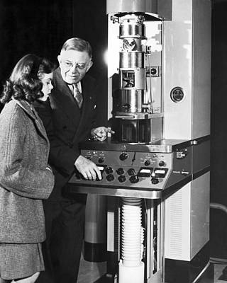 Full Skirt Photograph - New Electron Microscope by Underwood Archives