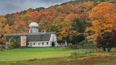 Photograph - New England Barn Autumn by Bill Wakeley