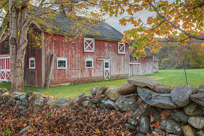 Autumn In New England Photograph - New England Barn by Bill Wakeley